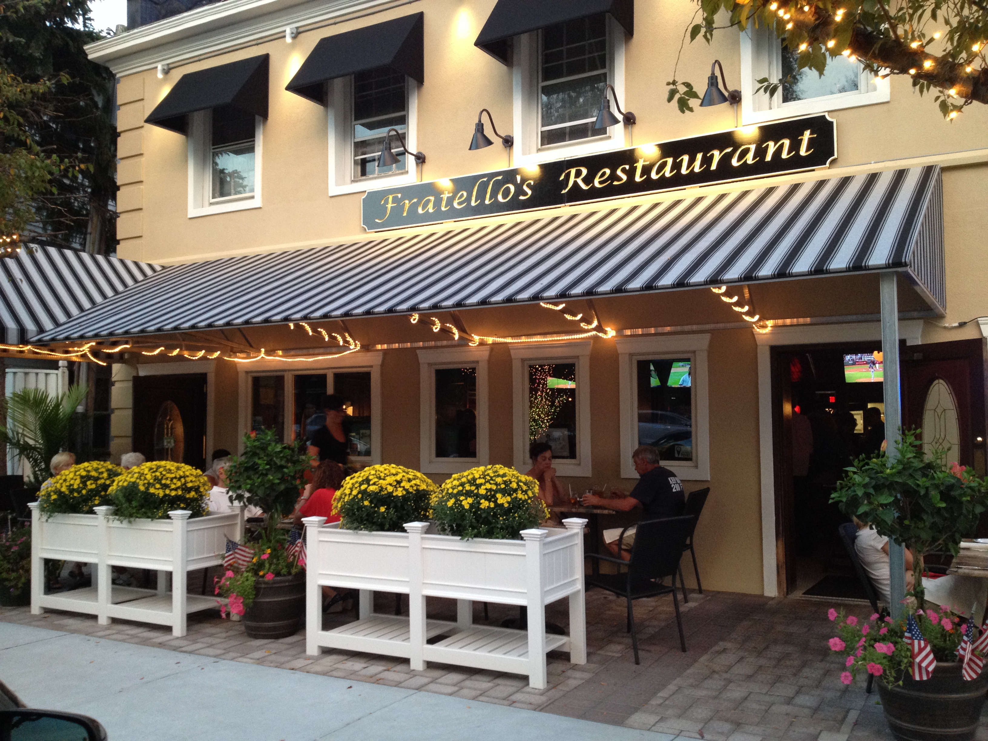 Fratello's Restaurant & Lounge